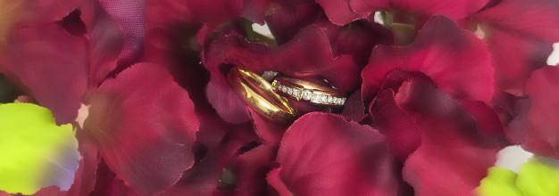 Aliança e anel de noivado: como usar?